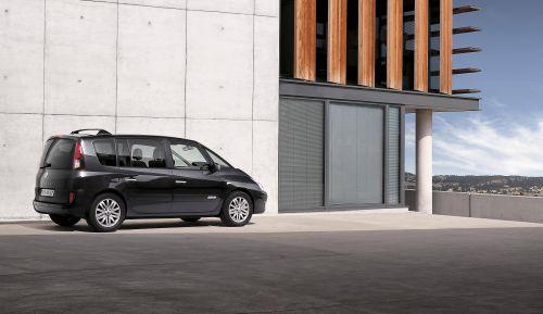 Das Foto zeigt den Renault Espace von der Seite.