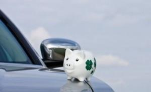 Auto mit Sparschwein