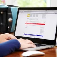 eBay Eingabe am Laptop Pressefoto