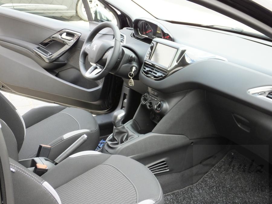 Peugeot 208 PureTech82 Sitze