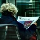 Wirtschaft Zeitung Dame byBlickwinkel