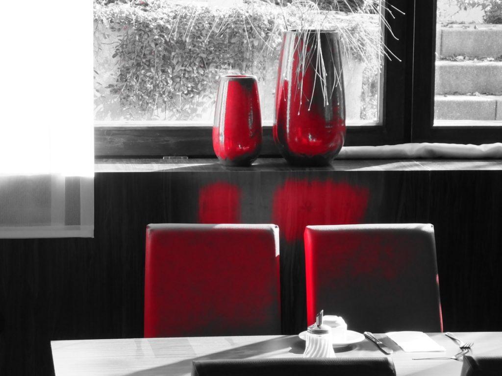 hopfensee hotel tisch geschirr by schulzphotography